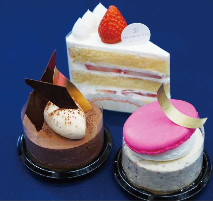 パティスリーシュウのいちごのショートケーキとカプリスとシャロウ
