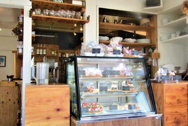 ポッケディッシュの店内・ケーキケース
