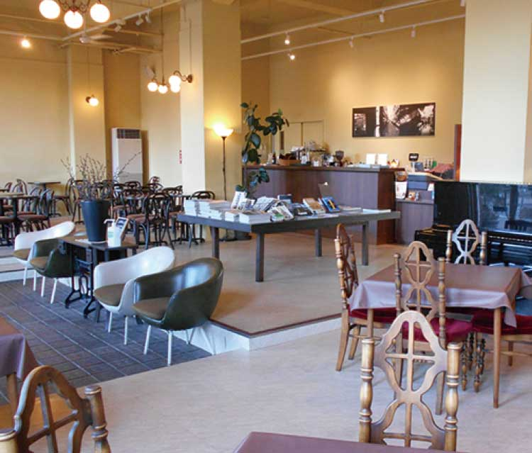 カフェ&デリ・マルセンの店内