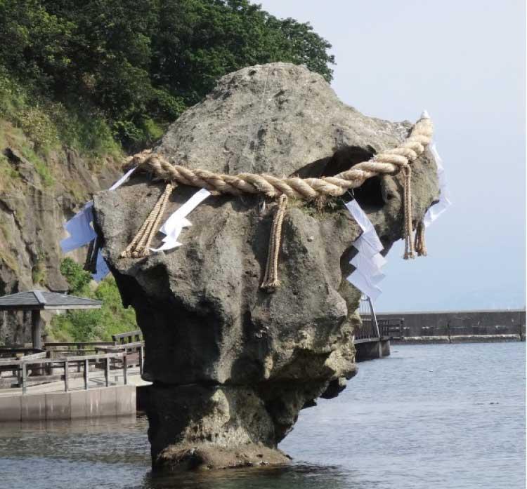かもめ島の瓶子岩