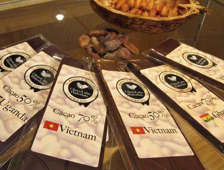 ショコラポートハコダテのカカオ豆と道産の甜菜糖のみで仕上げた板チョコ
