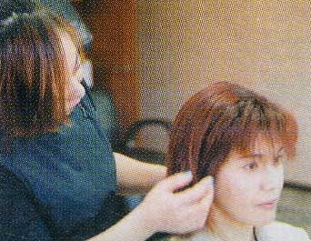 バイオタッチ・カラーコンシャス・インテンシブケアを受けている女性