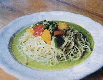 レストランPinoの青じそと松の実のペーストソース・トロピカル仕立てスパゲッテイ