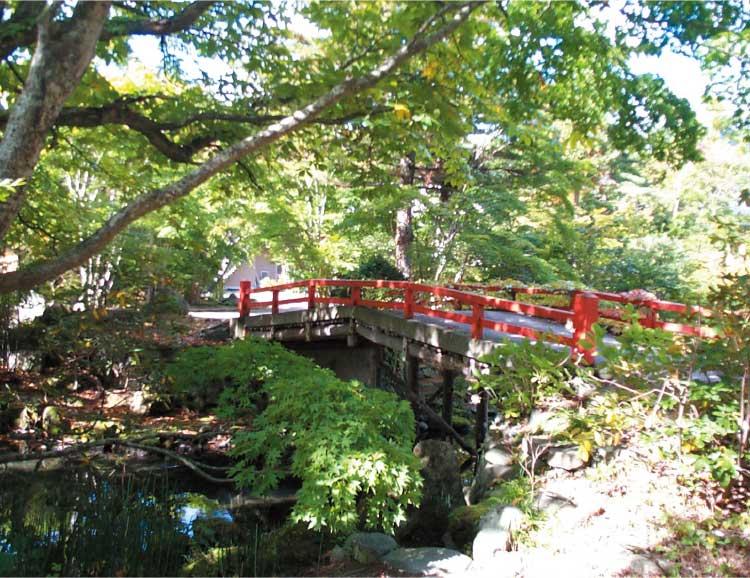 銀婚湯の貸切温泉に行くための橋