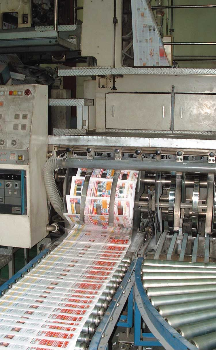 印刷機で印刷されている青いぽすと