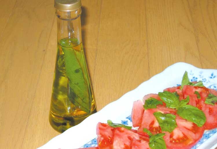 バジルのオイル漬けとトマト