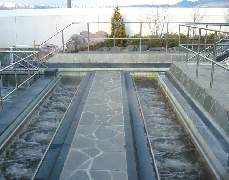 しんわの湯の温泉歩行湯