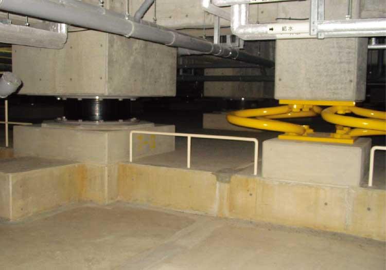 市立函館病院の基礎にある鉄板とゴムを使った免震機構