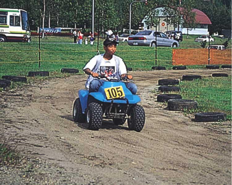 グリーンピア大沼でバギーカーに乗る男の子