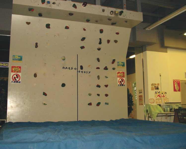 JJCLUB100のボルダリング施設