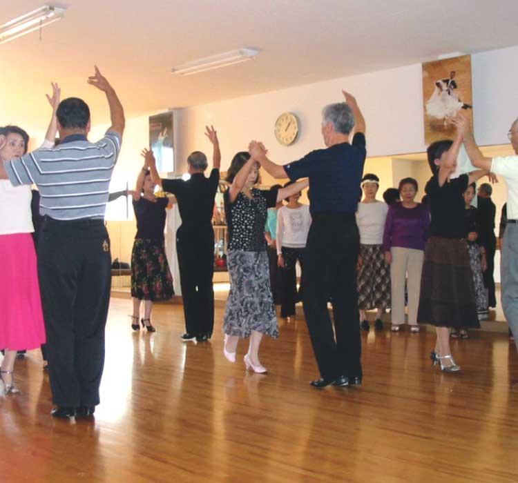 いのまたダンススクールでダンスレッスンを受けている人達