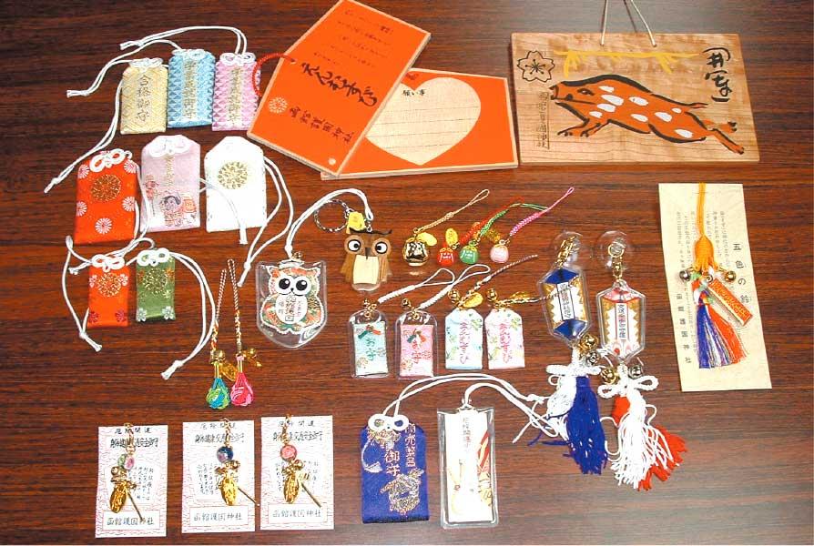 函館護国神社で買える沢山の種類のお守り