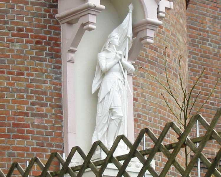 トラピスチヌ修道院にあるジャンヌ・ダルクの像