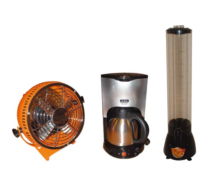 タワーサーバーとダブルステンレスコーヒーメーカーとミニメタル扇風機