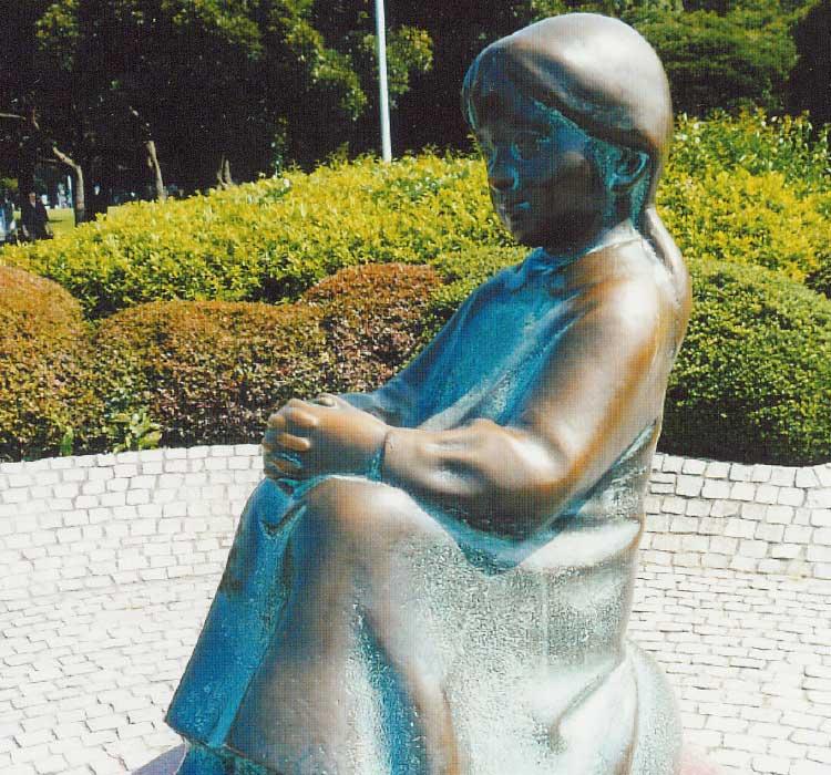 山下公園の「赤い靴はいてた女の子の像」