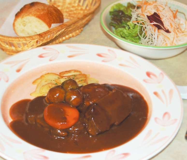 ル・トワ・ルージュの道産スネ肉のシチュー