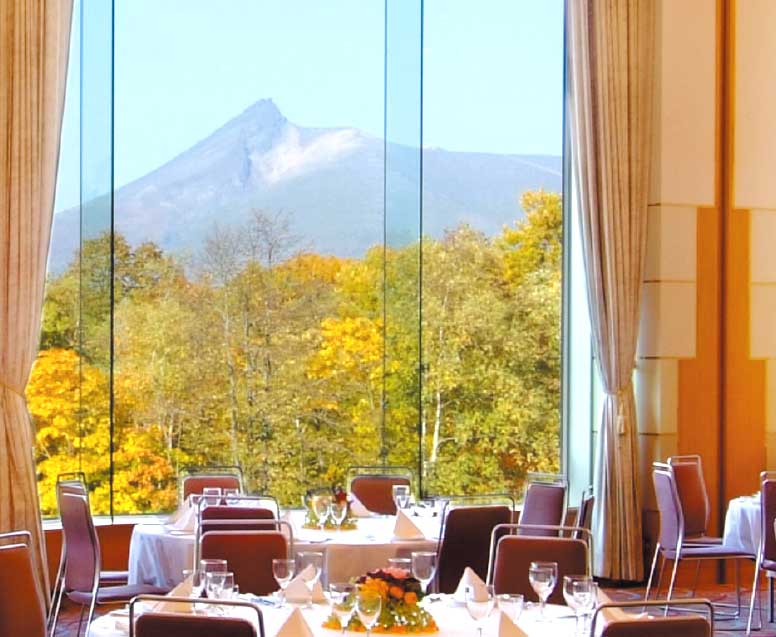 函館大沼プリンスホテルのレストラン店内