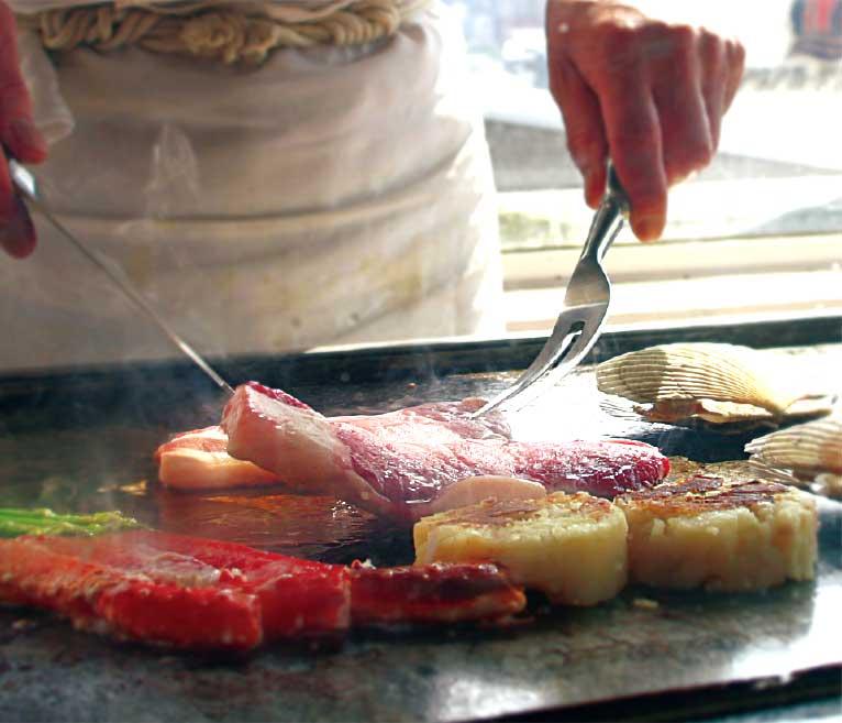 フィットネスホテル330函館でステーキを焼いている鉄板