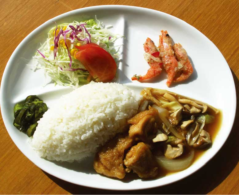 フィットネスホテル330函館内カフェ&ジェラートプリミエールの鶏と3種茸の青ぽプレート