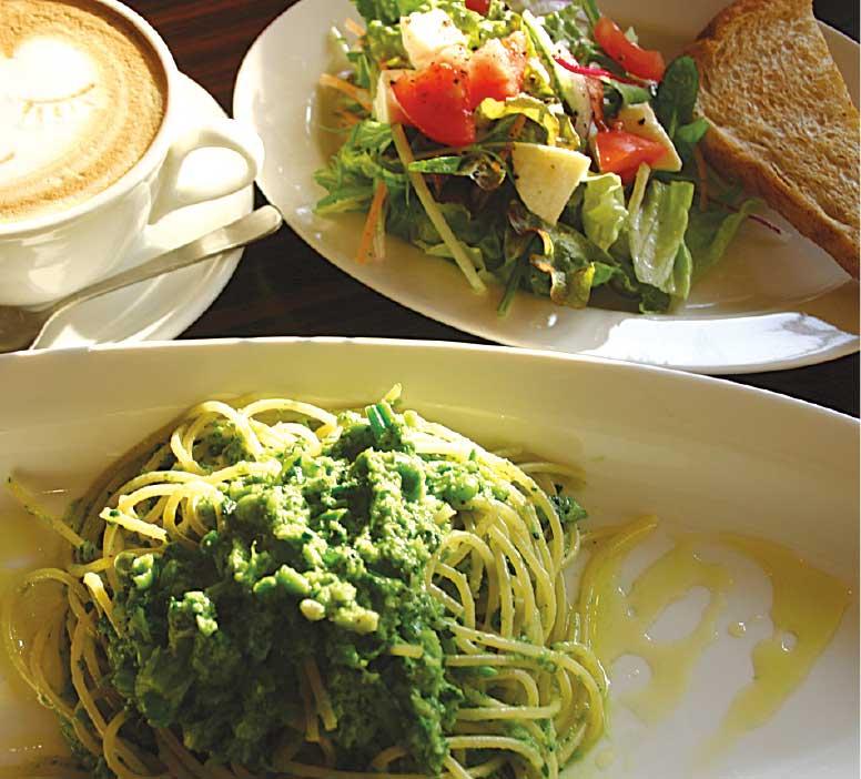 オールドニューカフェの緑のお野菜のパスタ