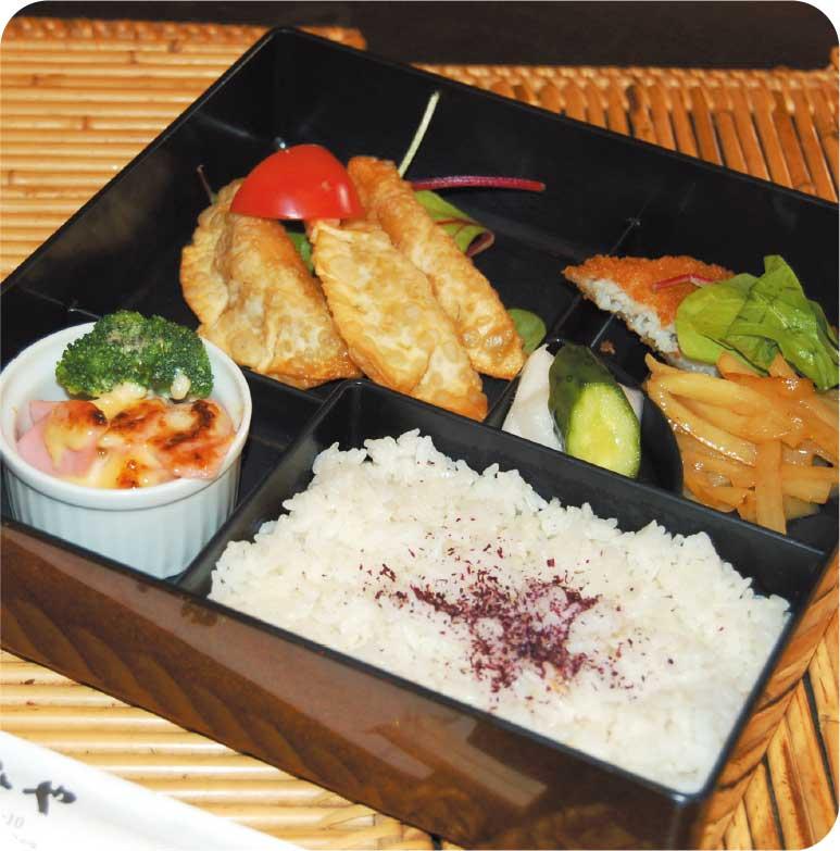 魚肉ソーセージとブロッコリーマヨネーズグラタンの入ったお弁当
