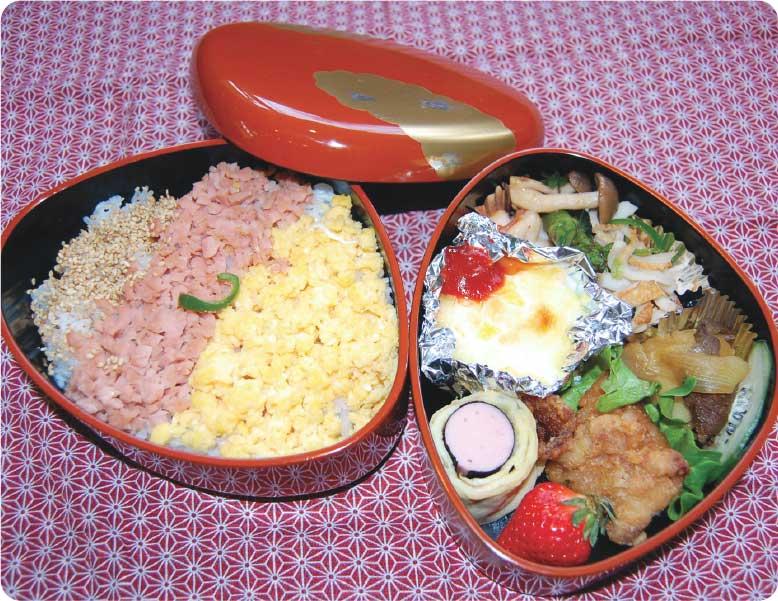 魚肉ソーセージと玉子とゴマの三色そぼろ弁当