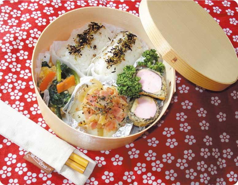 魚肉ソーセージの海苔チーズ巻きフライが入ったお弁当