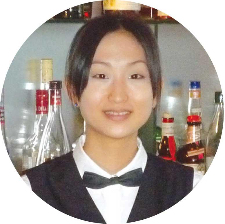 バー ファーストのバーテンダー佐藤美希さん