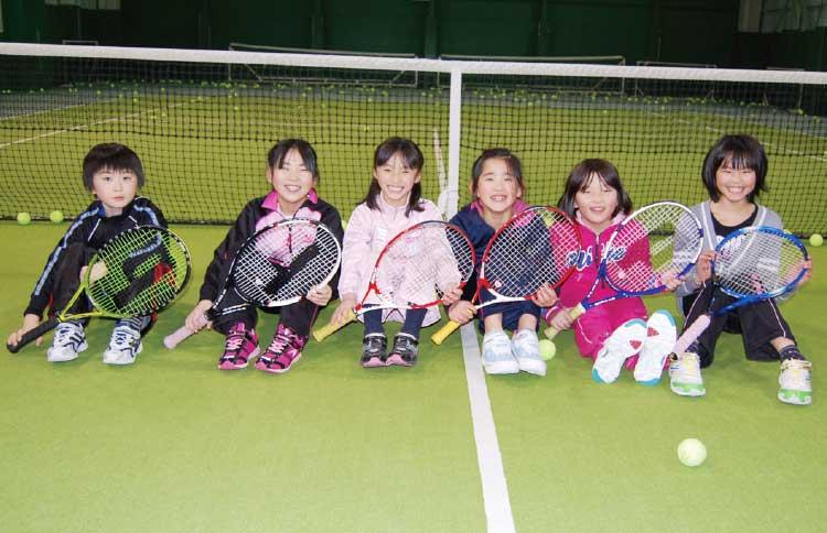 ピアインドア・テニススクールに通っている子供たち