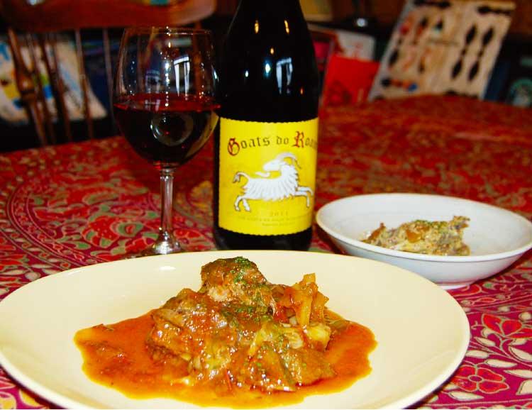 Bar木下酒店のスペアリブと春キャベツのトマト煮とワイン