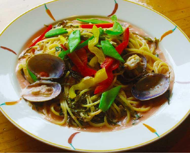レストランPinoのアサリ貝とふのりの明太子クリームパスタ