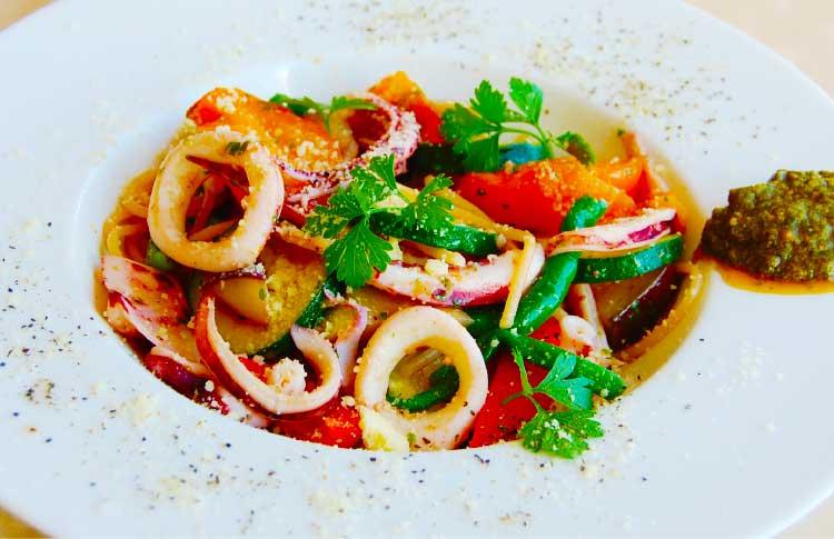 レストランナナパパの津軽海峡のイカと旬野菜のパスタ