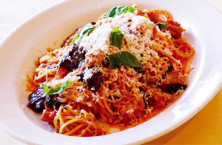 ピアッティの揚げナスと鶏セセリのシチリアーナ