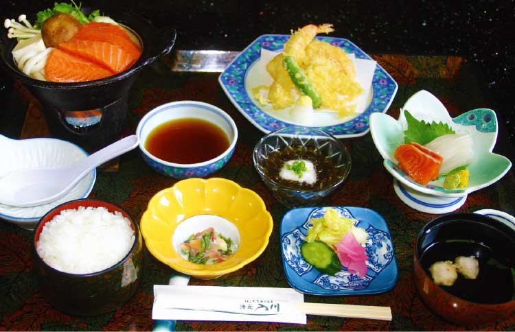 湯元入川の天ぷらとお刺身定食