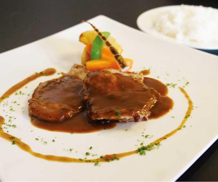 熊猫社中洋食キッチンSatoの上の国ポークのソテー~ソースデミグラス~