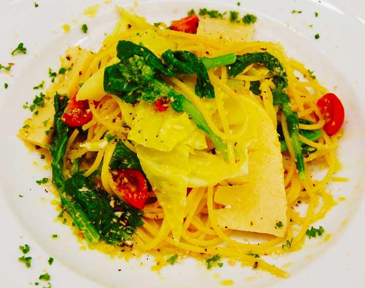 アシェットキャプリスの春野菜の香りスパゲティー