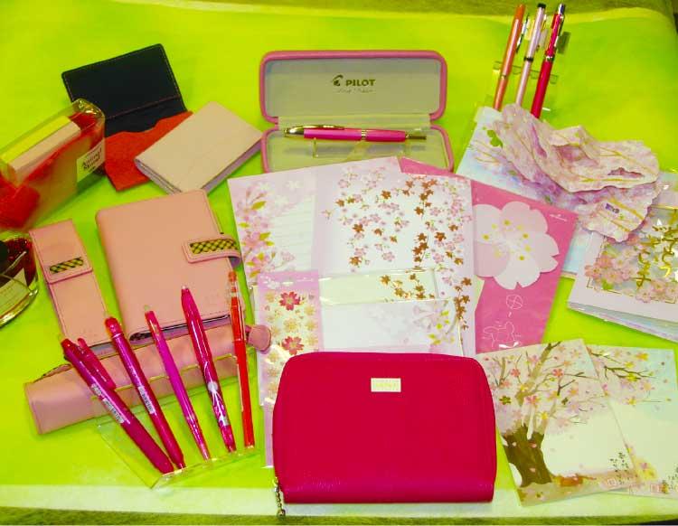 石田文具にあるピンク色の文房具屋小物