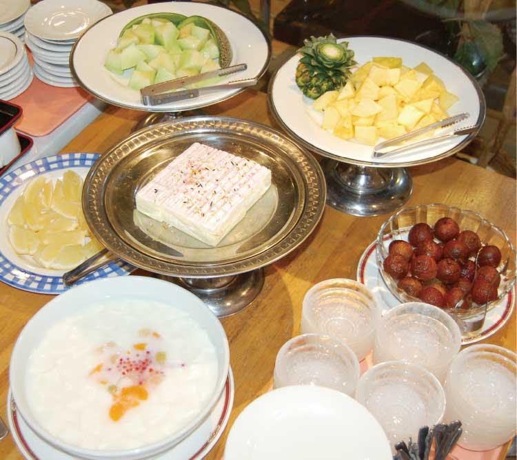 龍鶴のランチバイキング料理