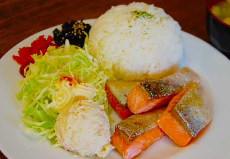 オリエンタルキッチンの焼き魚のプレート