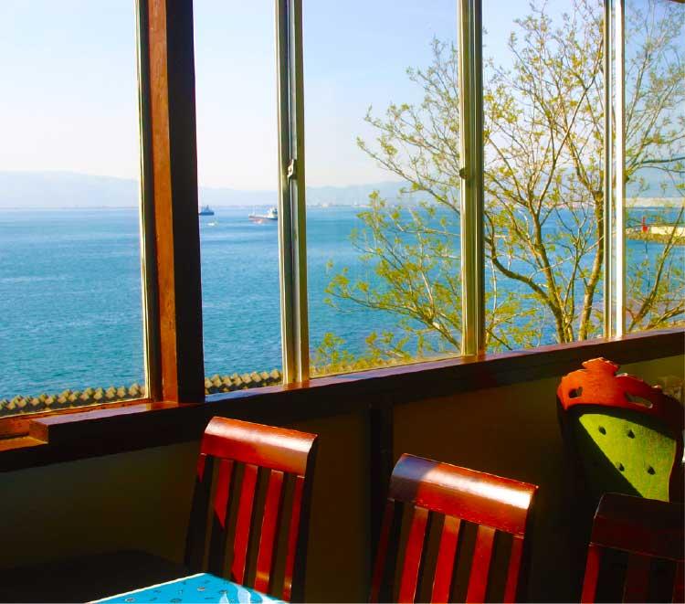 カフェテリアモーリエ店内の窓から見える景色