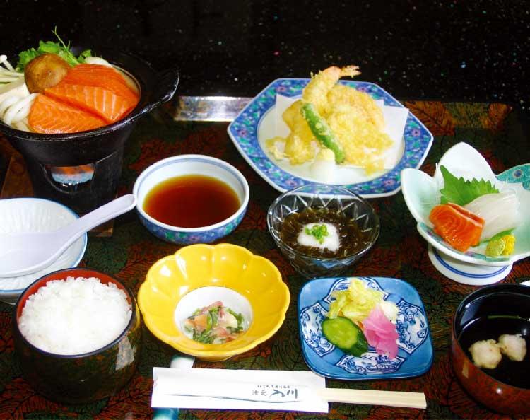湯元入川の天ぷらとお刺身定
