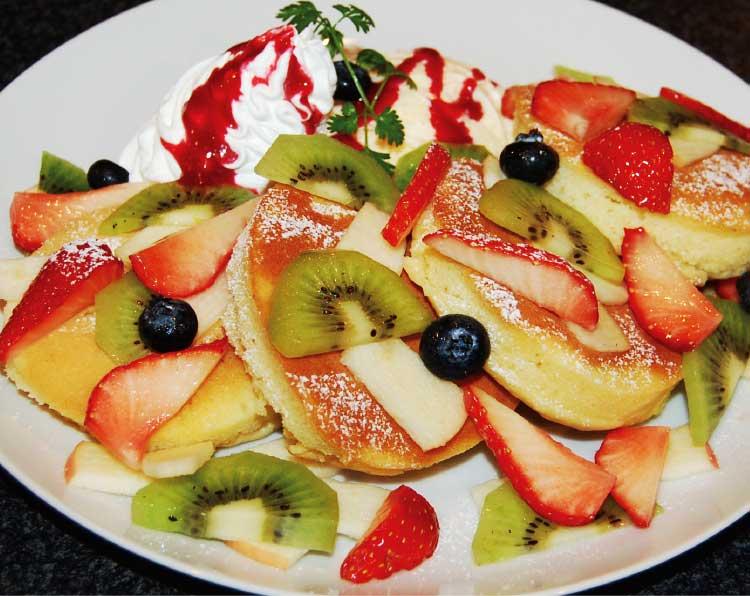 Dining urraの季節のフルーツパンケーキ