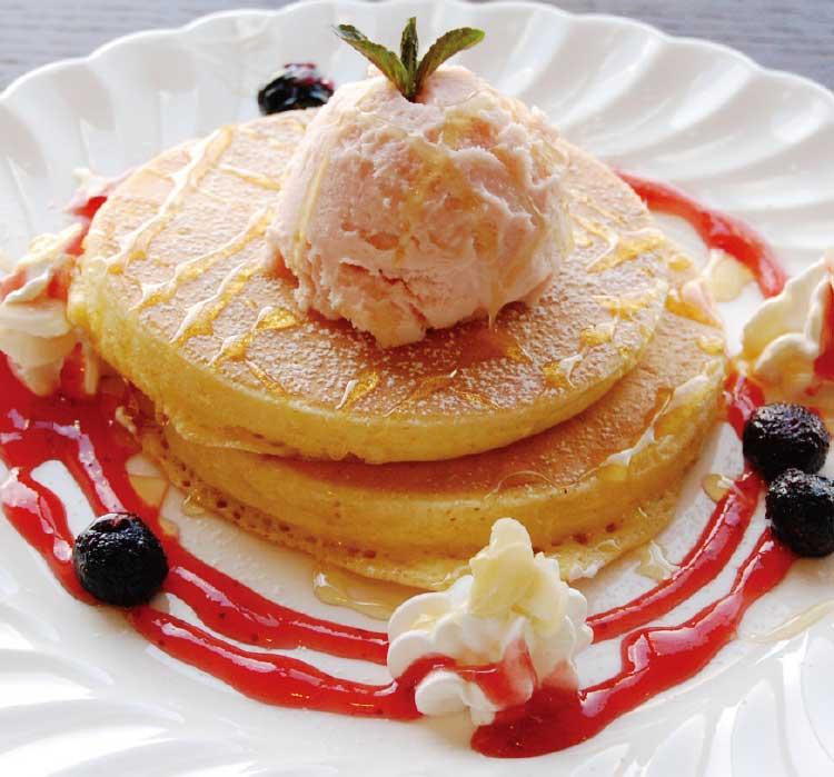 コワーキングカフェ小春日和の春のパンケーキ