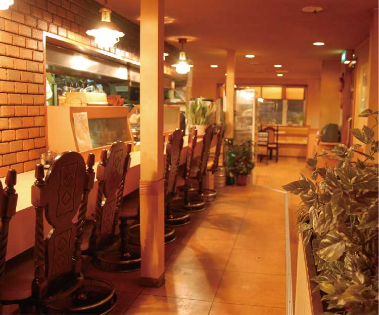 コーヒーと洋食赤い風車店内