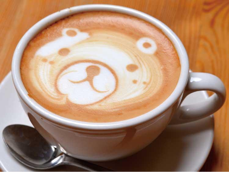 クローバーコーヒーカンパニーのラテアートされたティーカプチーノ