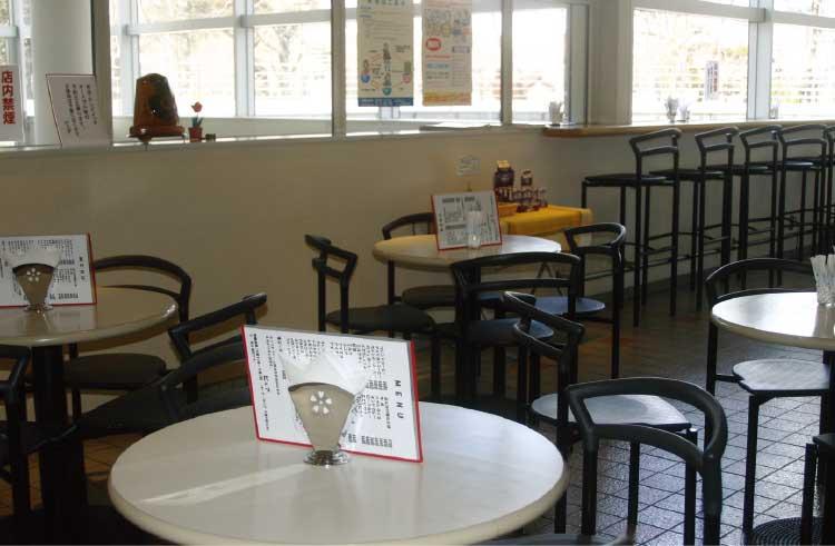 函館市芸術ホール内の軽食喫茶ピュア店内