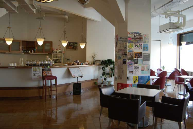 函館市地域交流まちづくりセンター内のカフェドリップドロップ店内