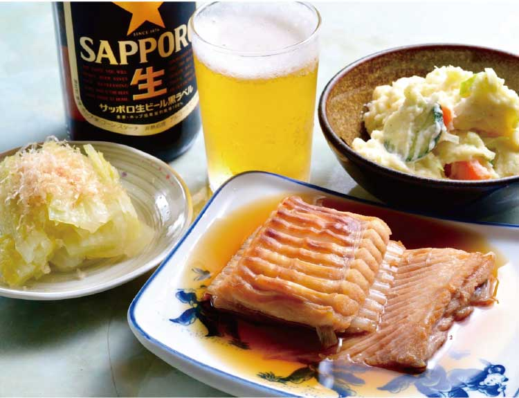 津軽屋食堂の食事とビール