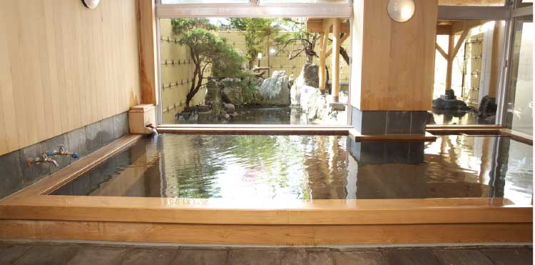 河畔亭の総檜造り内風呂