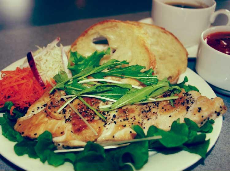 キングベークのチキンソテー&パン